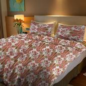 Red Paisley Print Microfiber Full/Queen Quilt (88x90 in) and Set of 2 Pillow Shams (20x26 in)