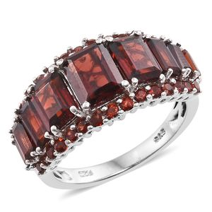 Mozambique Garnet Platinum Over Sterling Silver Ring (Size 5.0) TGW 7.77 cts.