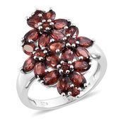 Mozambique Garnet Platinum Over Sterling Silver Floral Ring (Size 6.0) TGW 6.34 cts.