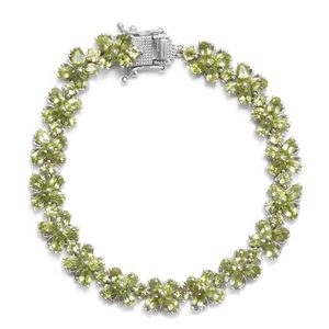 TLV Hebei Peridot Platinum Over Sterling Silver Bracelet (7.25 In) TGW 17.75 cts.