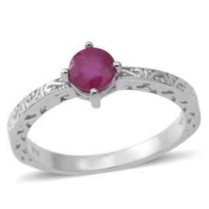 Niassa Ruby Sterling Silver Engraved Solitaire Ring (Size 7.0) TGW 1.27 cts.